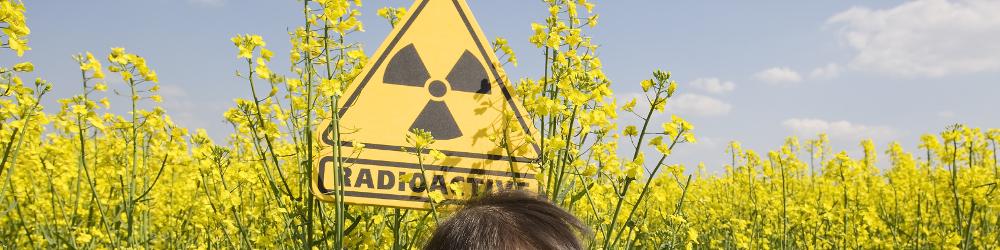 Análisis ambiental - Radioactividad - Símbolo Radioactivo - Niño